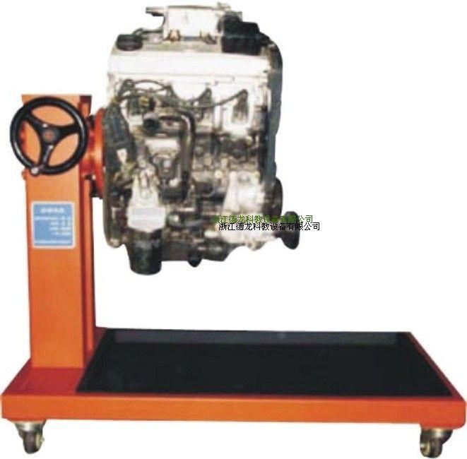 型号:DL-C8100-2000 尺寸:930630800(长宽高) 使用环境:温度-5~40;湿度80% 发动机类型:捷达 发动机型号:ATK(原厂装车发动机) 排量:1.6L 一、产品功能: 捷达王发动机总成;附件齐全 二、1、翻转架设计为通用(四缸,六缸,八缸发动机都可装)相对独立的拆装台。 2、设置了防翻转保险装置(锁上保险栓,则不能翻转)。 3、拆装发动机过程可实现360度翻转,并可在任何角度稳定停留,使拆装工作得心应手,操作方便,安全可靠。 4、大面积接油盆可做到工具、零件、机油三